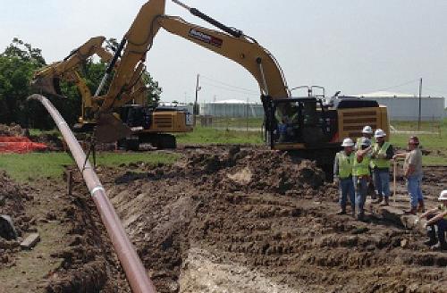 福龙钻牌非开挖钻机在马来西亚市政工地作业