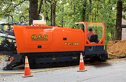 福龙钻牌非开挖钻机在新加坡市政工地作业